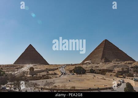 Pyramides et le Sphinx sur le plateau de Gizeh, Le Caire, Égypte. Banque D'Images