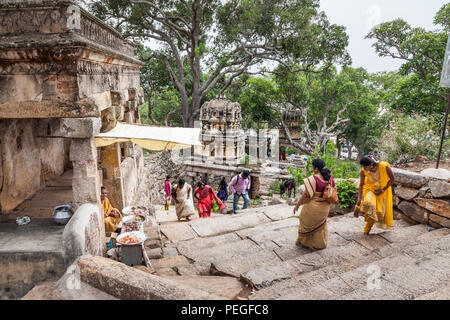 Des mesures pour le Yoga Narashima Temple, Melukote, Inde