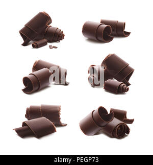 Copeaux copeaux de chocolat isolé sur fond blanc comme élément de la conception de l'emballage Banque D'Images