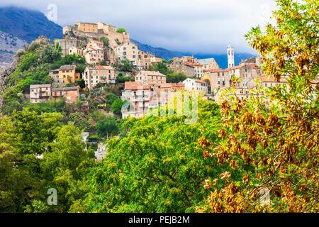 Corte impressionnant,village avec vue sur la vieille citadelle et montagnes,Corse,France.