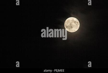 La lune dans le ciel nocturne. Pleine lune, Moonlight Banque D'Images