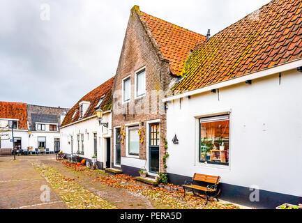 Maisons de briques historique au 14e siècle old dutch village de pêcheurs d'Elburg Banque D'Images