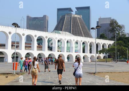 RIO DE JANEIRO, Brésil - 19 octobre 2014: visite du quartier de Lapa, à Rio de Janeiro. En 2013 1,6 millions de touristes internationaux ont visité Rio. Banque D'Images