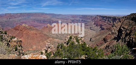 AZ00318-00...ARIZONA - une vue panoramique surplombant le Grand Canyon à partir de détails Point dans le Parc National du Grand Canyon. Banque D'Images