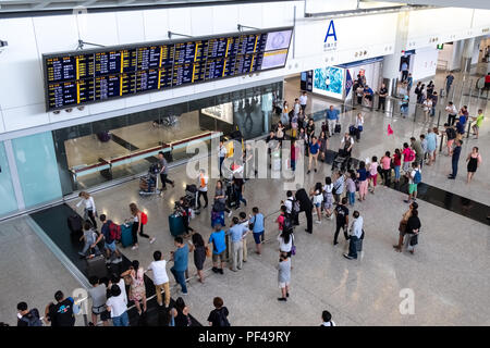 Lantau, Hong Kong - Août 05, 2018: l'arrivée des passagers à l'Aéroport International de Hong Kong Banque D'Images