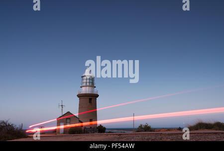 Une longue exposition avec lightrays de Ningaloo Vlaming Head Lighthouse, Exmouth, Cape Range National Park, dans l'ouest de l'Australie, Océanie Banque D'Images