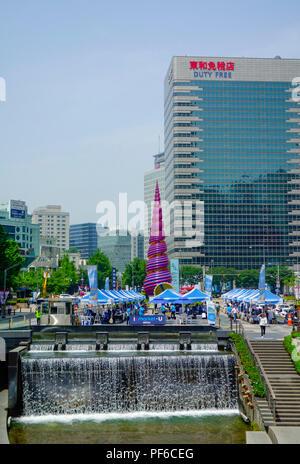 Cheonggyecheon Stream à Séoul, Corée du Sud. Une zone de rénovation urbaine massive. Banque D'Images