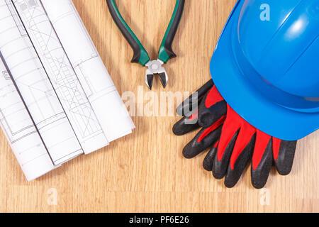f8cff9268f027 ... Schémas et dessins de construction électrique de protection, casque  bleu avec des gants et une