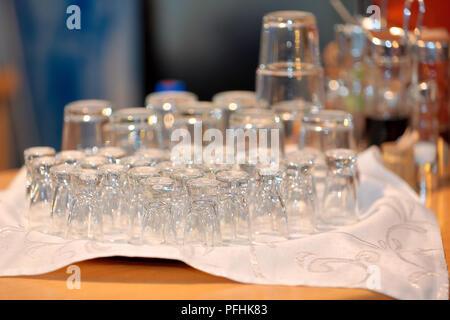 Restaurant traiteur ensemble de verres de vodka Banque D'Images