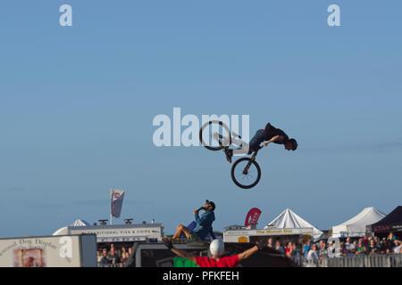 Vélo BMX Stunts. Retour à 360 degrés flip series 5 de 5 Banque D'Images