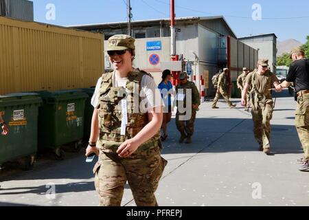Kaboul, Afghanistan (mai 27, 2018) - Plus de 220 membres de l'appui résolu a effectué un 25 kilomètres de marche, connue sous le contingent danois (DANCON) Mars à l'appui d'anciens combattants danois. La marche a été une tradition avec la Défense danoise depuis 1972 lorsque l'Armée royale danoise a été déployée sur Chypre.