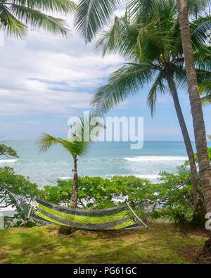 Hamac, parc national de Corcovado, péninsule d'Osa, au Costa Rica. Banque D'Images