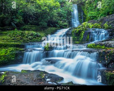 Nouvelle Zélande, île du Sud, McLean Falls au Parc Forestier de Catlins Banque D'Images