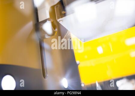 Close-up de l'électrofilage nanofibres produites par un linge. Ce laboratoire est l'utilisation de nanofibres pour fabriquer les matériaux biodégradables pour les échafaudages. Banque D'Images