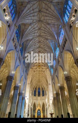 L'intérieur de la Cathédrale St Patrick à New York City