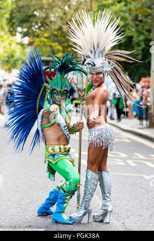 Londres, Royaume-Uni. 27 août 2018. Danseurs de la London School of Samba parade à Notting Hill Carnival, la plus grande partie de la rue. Photo : Bettina Strenske/Alamy Live News Banque D'Images