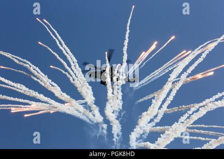 La Russie. Août 25, 2018. La région de Moscou, Russie - le 25 août 2018: un hélicoptère en vol à l'Armée militaire et technique international 2018 Forum à l'Aérodrome de Koubinka, Région de Moscou. Lystseva Marina/crédit: TASS ITAR-TASS News Agency/Alamy Live News