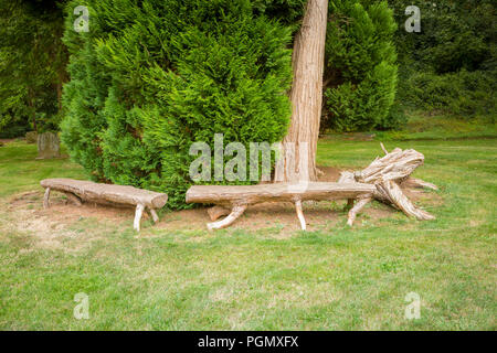banc en bois fabriqu s partir de troncs d 39 arbre banque d 39 images photo stock 60173485 alamy. Black Bedroom Furniture Sets. Home Design Ideas