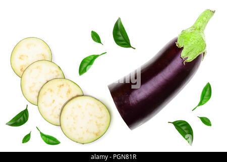 Ou l'aubergine aubergine isolé sur fond blanc. Vue d'en haut. Motif de mise à plat Banque D'Images