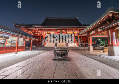 Jokoro (encens) Le Temple Senso-ji dans la nuit. Situé dans le quartier d'Asakusa, Taito Ward, Tokyo Banque D'Images