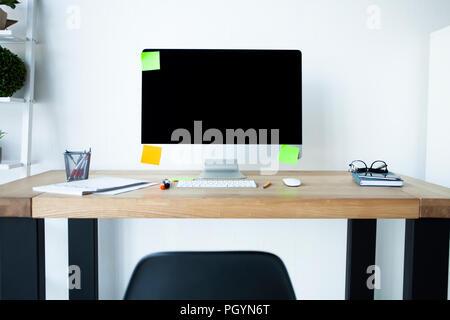 Conception des lieux de travail en maison ou bureau avec des équipements modernes et des objets Banque D'Images