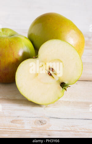 Bramley pommes reinettes ou Malus domestica 'Bramley's Seedling' une variété britannique populaire pour faire des tartes et desserts Banque D'Images