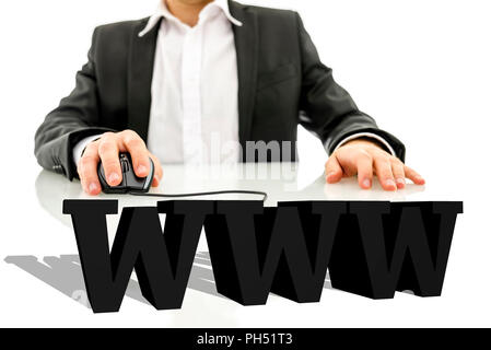 Businessman assis à son bureau la navigation sur le net. 3D virtuel www signe sur son bureau. Concept de l'Internet. Banque D'Images