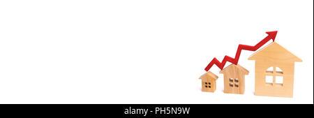 Maisons en rangée dans un peuplement de petite à grande avec une flèche rouge vers le haut. concept de forte demande pour l'immobilier. accroître l'efficacité énergétique du logement. r Banque D'Images