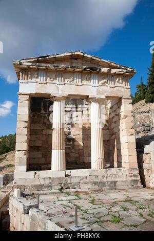 Trésor des Athéniens, sanctuaire d'Apollon, site archéologique de Delphes, Sterea Hellas, Grèce, Europe Banque D'Images
