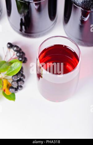 Sirop fait à partir de bouteilles et de verre, aronia