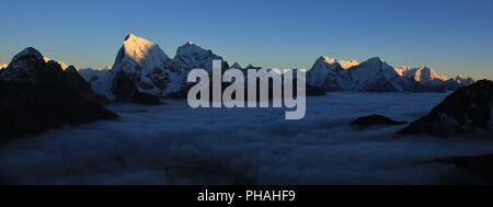 Coucher du Soleil vue depuis l'Everest, Gokyo Ri National Park Banque D'Images
