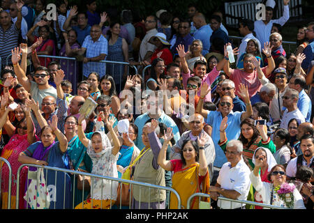 Temple Hare Krishna, Watford, Royaume-Uni. Sep, 2018 2. Des milliers de fidèles d'attente dans le temps chaud pour aarti au Bhaktivedanta Manor, le temple Hare Krishna à Watford pour le festival de Janmashtami Dinendra Crédit: Haria/Alamy Live News