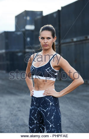 Woman wearing sports bra Banque D'Images
