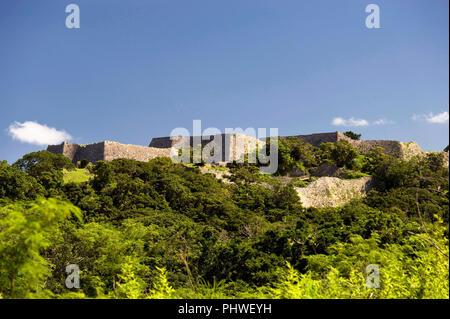 Photos montre l'Nakagusuku Castle ruins de Nakagusuku Castle ruins à Kitanakagusuku, Village de la préfecture d'Okinawa, Japon, le 20 mai 2012. Nakagusuku Banque D'Images