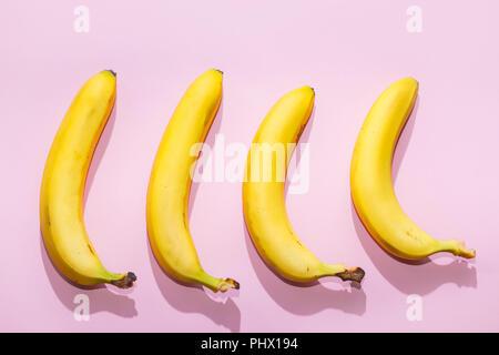 La banane sur fond pastel rose idée concept alimentaire minimal. Banque D'Images