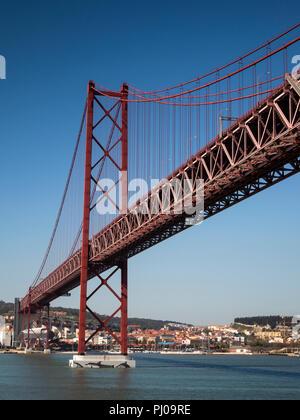 Portugal, Lisbonne, Ponte 25 de Abril, 25 avril (Pont) sur le fleuve Tage, vue panoramique Banque D'Images