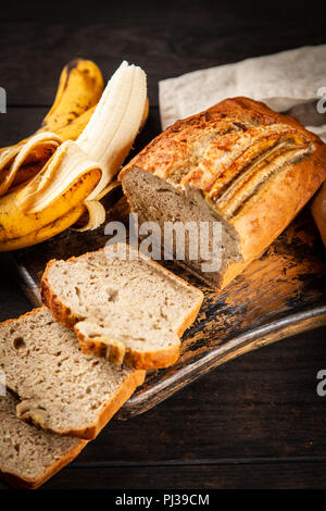 Pain aux bananes maison Banque D'Images