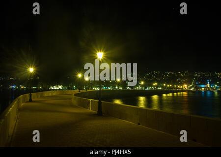 Vue de la nuit de Argostoli, la capitale de Céphalonie île grecque Banque D'Images