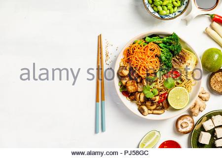 Bol de nouilles soba Tofu asiatique Banque D'Images