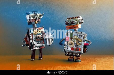 La communication, l'intelligence artificielle des robots concept. Deux personnages robotiques avec ampoule. Banque D'Images