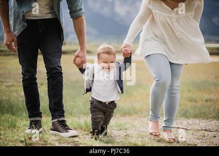 Quelques parents avec bébé dans son domaine Banque D'Images