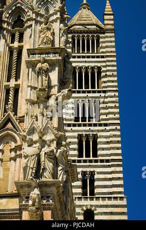 Détails de la cathédrale principale à Sienne, Toscane, Italie vue avant pendant après-midi Banque D'Images