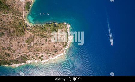 Image d'un drone aérien bay et bateaux à Corfou en Grèce du Nord.