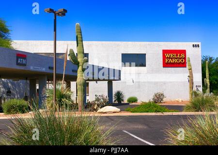 De plus en plus à l'extérieur d'un cactus de la Wells Fargo Bank à Tucson, AZ Banque D'Images