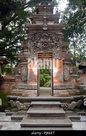Gate dans le temple Tirtha Empul Tampaksiring, Ubud, Bali, Indonésie Banque D'Images