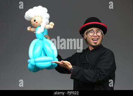 Manchester, UK. 8e Septembre, 2018. Un ballon artiste à la Manchester Passeport pour Taïwan Festival, le plus grand festival de Taiwan au Royaume-Uni, qui apporte de la nourriture et la musique de Taiwan, de la ville, Albert Square, Manchester , le 8 septembre, 2018 (C)Barbara Cook/Alamy Live News Banque D'Images