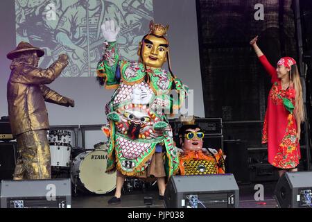 Manchester, UK. 8e Septembre, 2018. La danse folklorique et la musique à la Manchester Passeport pour Taïwan Festival, le plus grand festival de Taiwan au Royaume-Uni, qui apporte de la nourriture et la musique de Taiwan, de la ville, Albert Square, Manchester , le 8 septembre, 2018 (C)Barbara Cook/Alamy Live News Banque D'Images