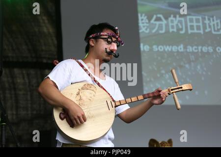 Manchester, UK. 8e Septembre, 2018. Folk music performance à la Manchester Passeport pour Taïwan Festival, le plus grand festival de Taiwan au Royaume-Uni, qui apporte de la nourriture et la musique de Taiwan, de la ville, Albert Square, Manchester , le 8 septembre, 2018 (C)Barbara Cook/Alamy Live News Banque D'Images
