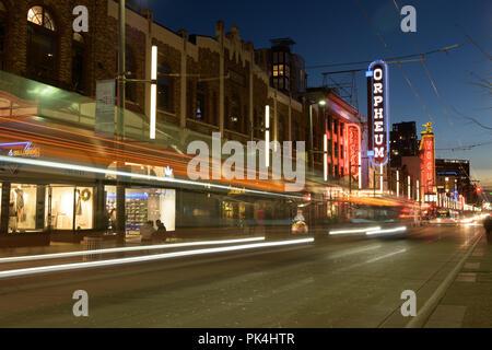 Quartier des divertissements du centre-ville principale d'innombrables bars et night club restaurant en fin de soirée populaires week-end spécial à Vancouver Canada Banque D'Images