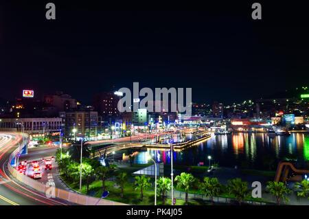 Belle nuit Harbour et du centre-ville de Keelung Taiwan Banque D'Images
